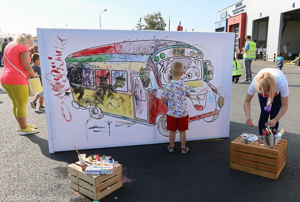 Zdjęcie numer 1 w galerii - Weekend na zdjęciach. Piknik urodzinowy 60 plus 1 Komunikacji Miejskiej