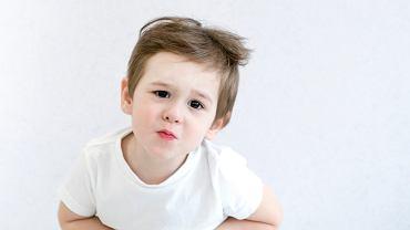 Zatrucie pokarmowe u dziecka to najczęściej bakteryjne lub wirusowe zapalenie jelit, które pojawia się w wyniku spożycia żywności zawierającej szkodliwe drobnoustroje - najczęściej bakterie