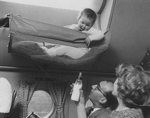 'Skycots' - podniebne hamaki, w których w latach 50. najmłodsi podróżowali samolotami