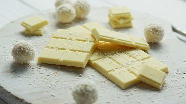 Białe czekoladki z czarnym sezamem