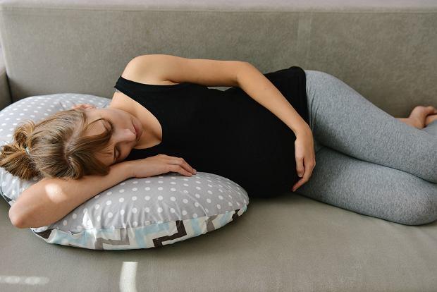 Spanie na brzuchu w ciąży: czy jest dozwolone?