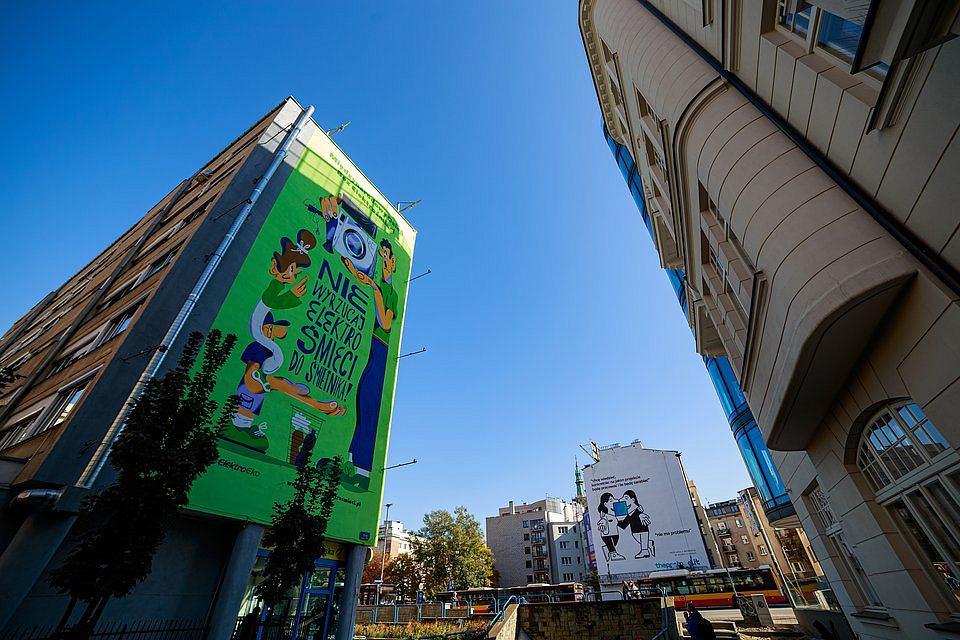Ekologiczny mural przypominający, że elektrośmieci nie wyrzucamy do zwykłego śmietnika