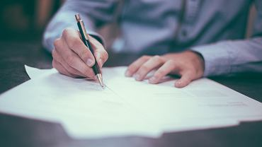 Umowa o pracę - jakie informacje i dane powinna zawierać? [WZÓR]
