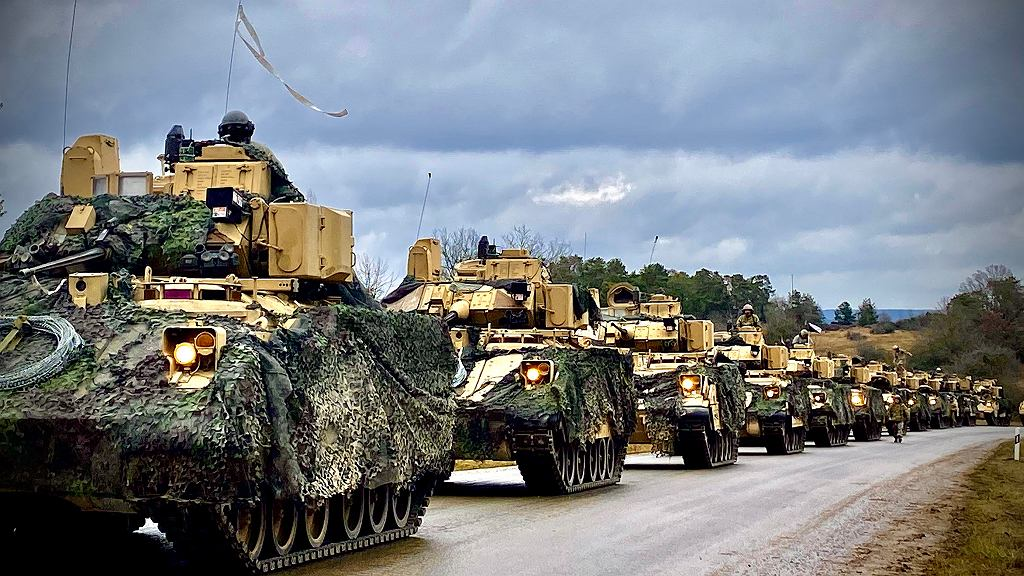 Transportery M2 Bradley podczas ćwiczeń w Niemczech