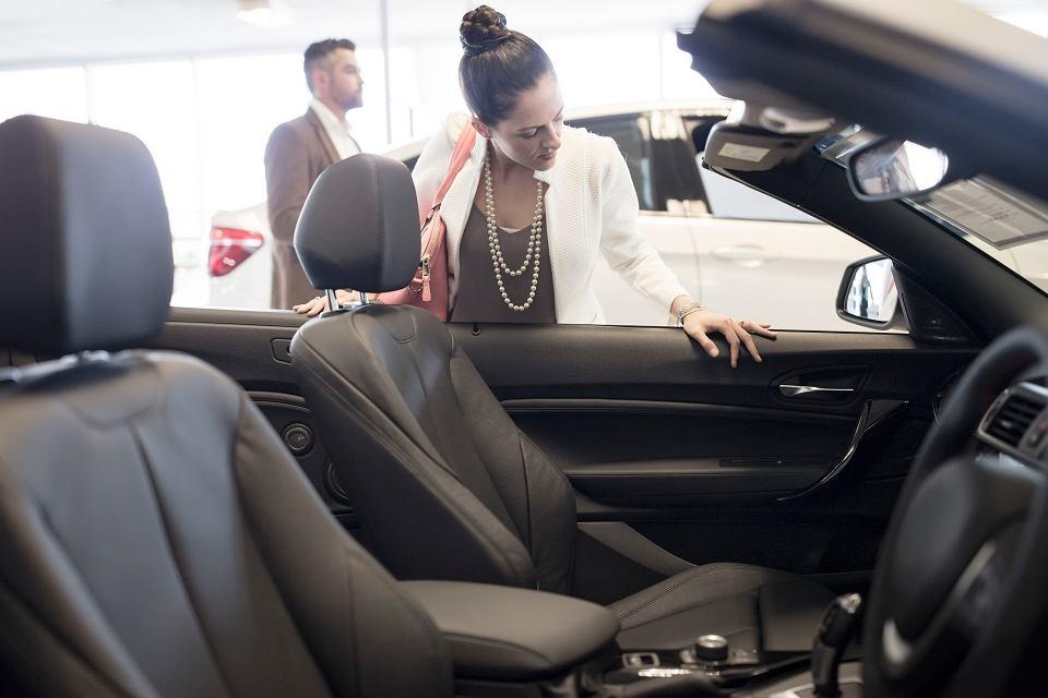 Czy wydawanie wielkich pieniędzy na własny samochód jest uzasadnione, kiedy liczymy każdą złotówkę?  Do wyboru mamy coraz więcej form użytkowania: wypożyczenie, wypożyczenie na godziny, abonament czy leasing - a prywatnych aut nie ubywa