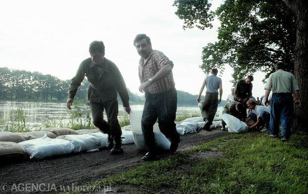 Zdjęcie numer 26 w galerii - 17 lat temu Odra zalała Wrocław. Tak wyglądało miasto [FOTO]