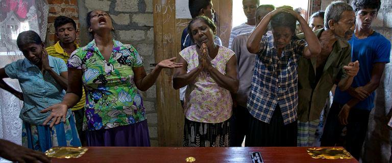 """ISIS przyznaje się do ataków na Sri Lance. """"Bardziej prawdopodobna inna możliwość"""""""