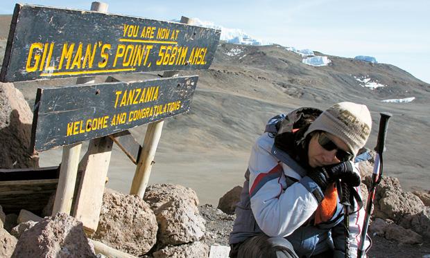 Podróże - jak zdobyć Kilimandżaro, podróże, afryka, Gillman's Point (wysokość prawie 5700 m) - tu często przechodzi się kryzys