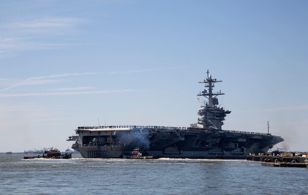 USA wysyłają lotniskowiec Abraham Lincoln na Bliski Wschód. 'Czytelny sygnał dla Iranu'