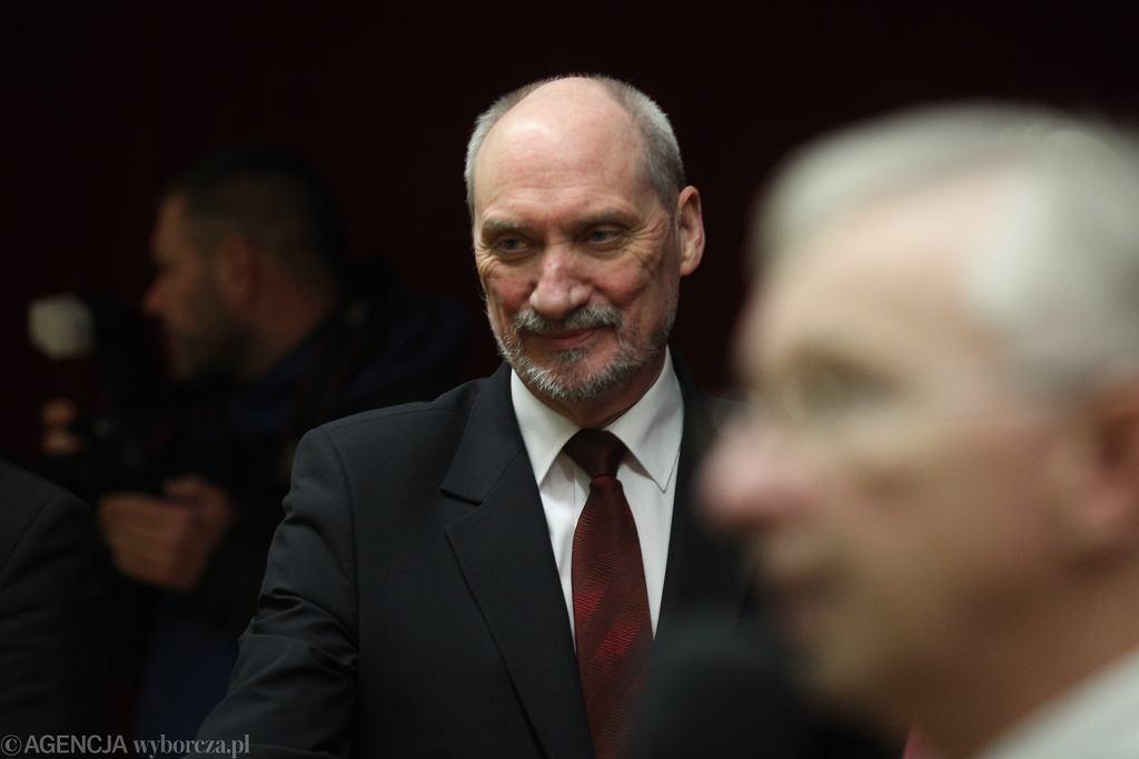 Macierewicz chce dekomunizacji grobów na Powązkach. Ma plan zagospodarowania terenu ich likwidacji