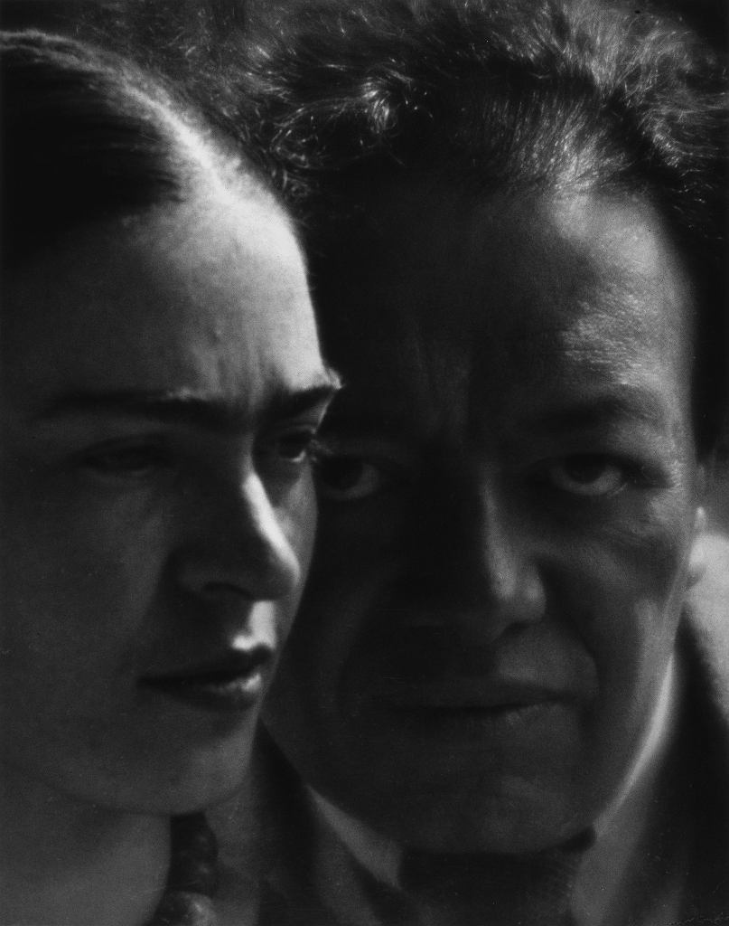 Martin Munkácsi, Diego and Frida, The Jacques and Natasha Gelman Collection of 20°Century Mexican Art and The Vergel Foundation /  2016 Banco de México Diego Rivera Frida Kahlo Museums Trust, Mexico, D.F. / Artists Rights Society (ARS), New York