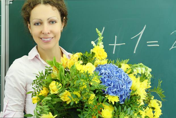 Prezent dla nauczyciela - jaki podarunek ucieszy nauczyciela i nie sprawi, że poczuje się skrępowany?
