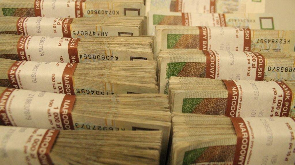 Polskie banknoty w sortowni NBP
