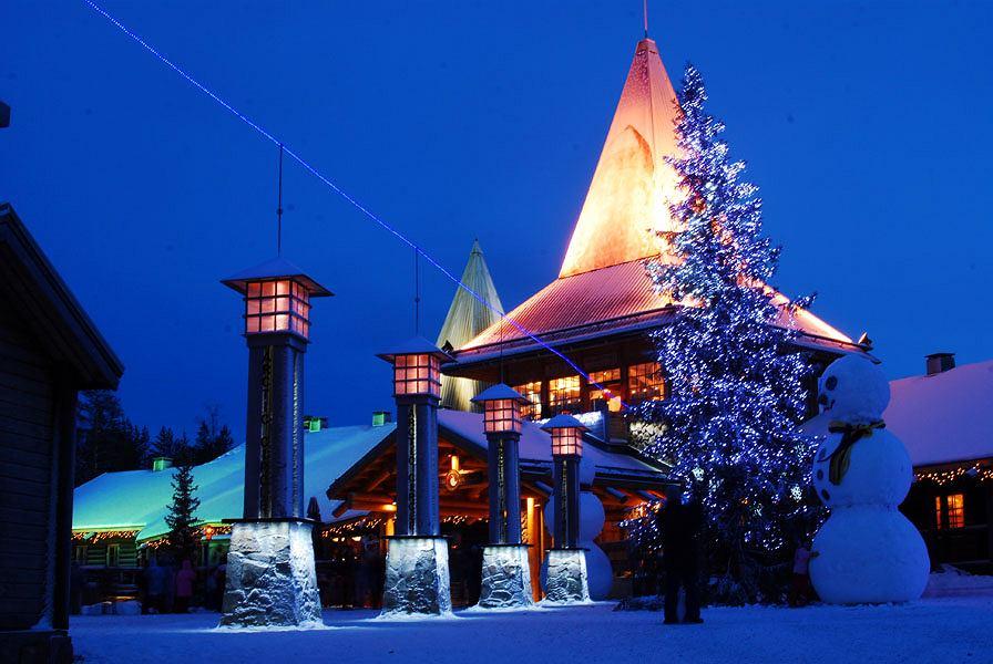 Wioska św. Mikołaja w Rovaniemi, w Laponii / Fot. Ruslan0202 / domena publiczna