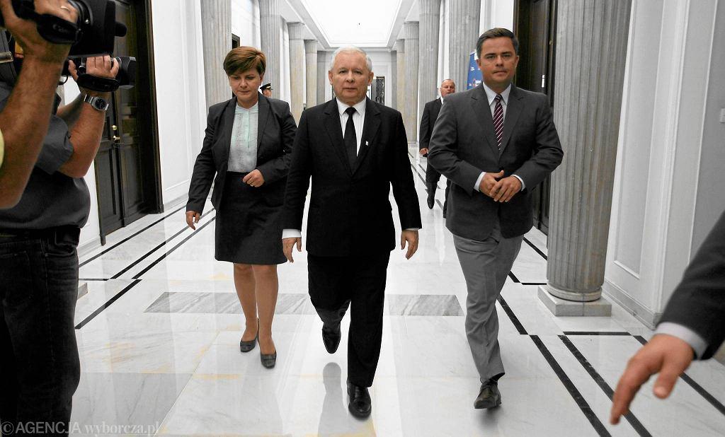 Beata Szydło, Jarosław Kaczyński i Adam Hofman. PiS
