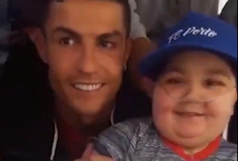 Cristiano Ronaldo z 11-letnim Eduardo
