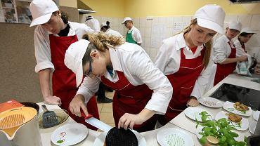 Uczniowie specjalistycznych techników mają praktyki w restauracjach