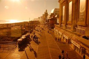 Niemodne Atlantic City ratuje się golizną