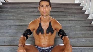 Nowa fryzura Cristiano Ronaldo podzieliła fanów. 'W krótkich włosach lepiej'