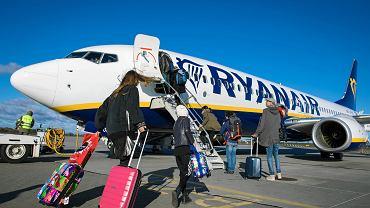 30.10.2017 Poznań, Lotnisko Ławica. Samolot linii Ryanair.