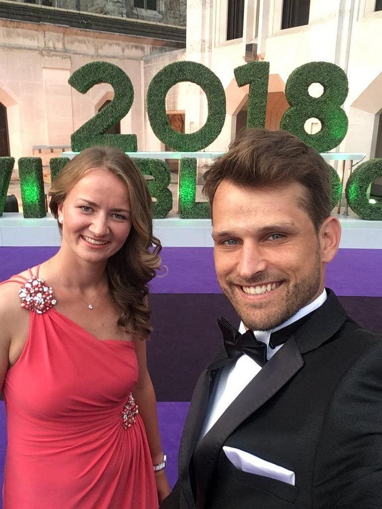 Barbora Krejcikova i Maciej Synówka po wygraniu przez Czeszkę debla na Wimbledonie 2018