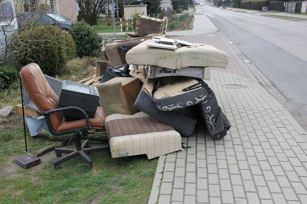 Odpady wielkogabarytowe - co do nich zaliczamy, a czego nie powinieneś do nich wyrzucać? Zdjęcie ilustracyjne