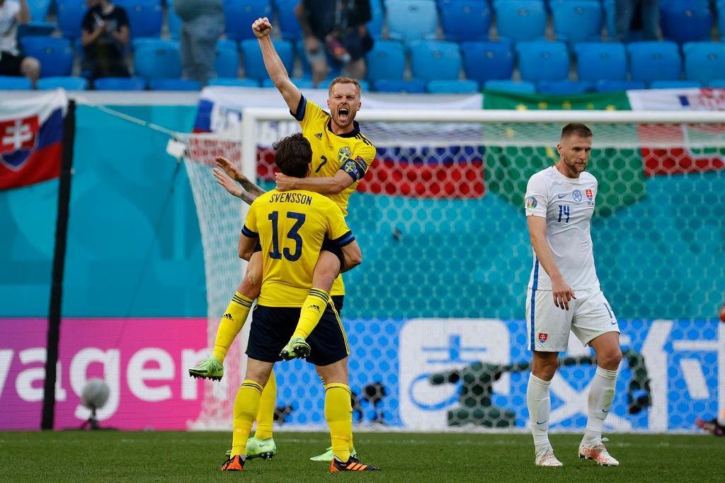 Piłkarze Szwecji podczas meczu ze Słowacją.