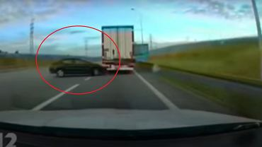 Śmiertelny wypadek na A1. Nie żyje 27-letni kierowca, który wjechał w naczepę ciężarówki.