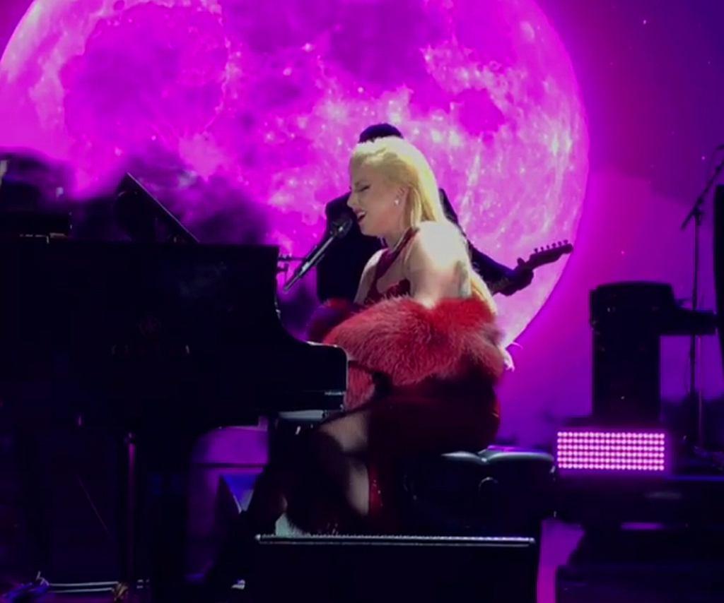 Lady Gaga na koncercie w w Dolby Theatre