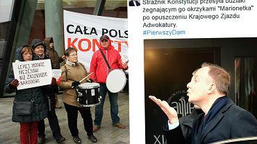 Andrzej Duda reaguje na okrzyki protestujących