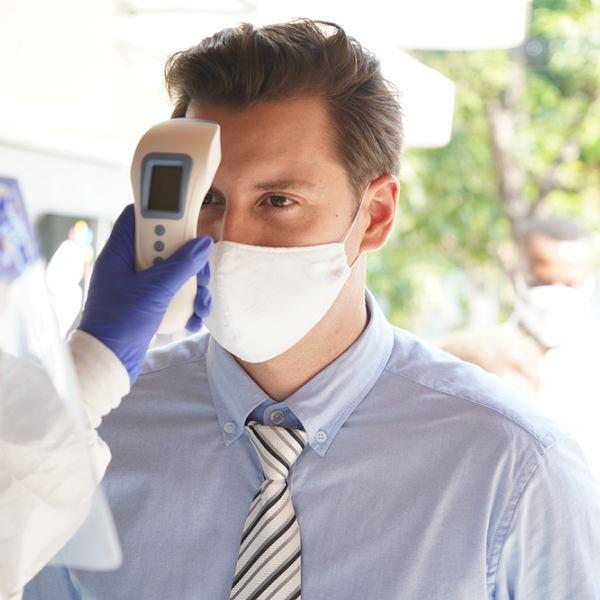 Badanie gorączki w ma chronić przed Covid-19. To bardzo wątpliwe - twierdzą eksperci