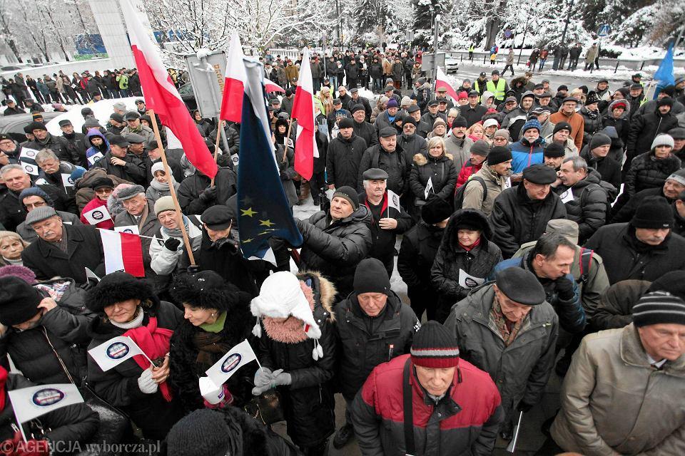 Protest mundurowych przed Sejmem przeciwko ustawie dezubekizacyjnej, 2 grudnia 2016