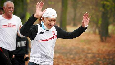 81-letni Jan Morawiec, mistrz świata w maratonie. Za nim jego trener Ryszard Goszczyński
