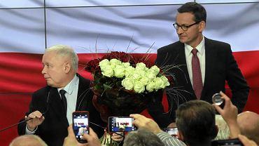 Wybory parlamentarne 2019. Jarosław Kaczyński i Mateusz Morawiecki po ogłoszeniu wyników exit poll, według których wybory wygrało PiS.