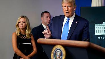 Prezydent Donald Trump i jego rzeczniczka prasowa Kayleigh McEnany.