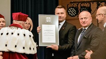 UMCS. Uroczysta inauguracja roku akademickiego. Z medalem wojewoda Przemysław Czarnek