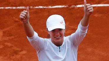 Iga Świątek po wygranej z Sofią Kenin w finale Rolland Garros.