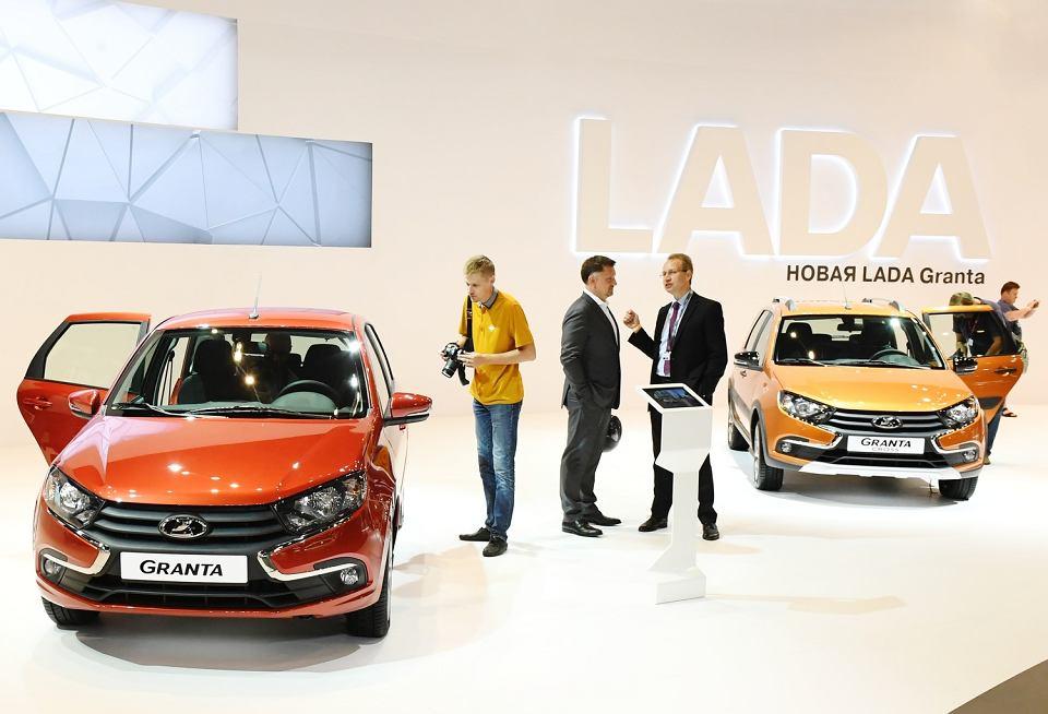Samochody Łada Granta na Moskiewskim Salonie Samochodowym, 29.08.2018.