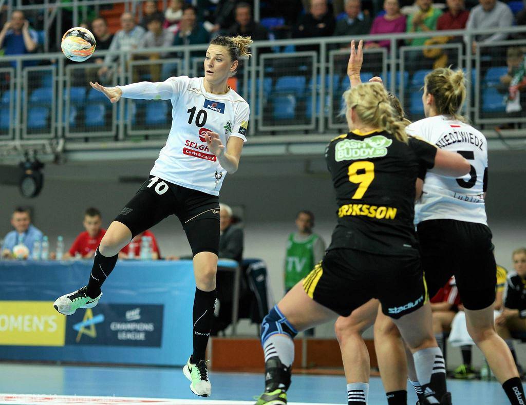 Liga Mistrzów. MKS Selgros - IK Savehof 21:34. Rzuca Marta Gęga