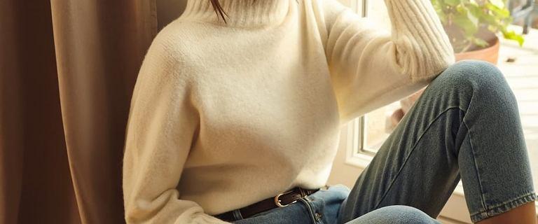 TOP swetry Mohito, które warto kupić na zimę! Miękki kardigan ze złotymi guzikami jest piękny