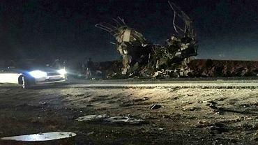 Iran. Oddział Islamskiej Gwardii Rewolucyjnej wracający z pogranicza z Pakistanem został zaatakowany w  prowincji Sistan i Beludżystan. Eksplodował samochód pułapka, 13.02.2019.