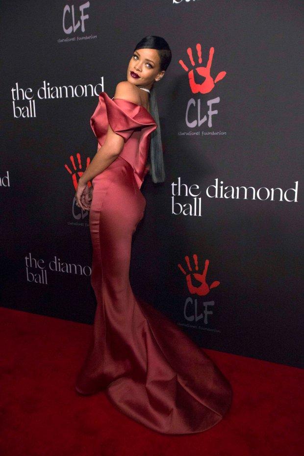 Rihanna randki w 2015 roku dobre początkowe wiadomości do randek online