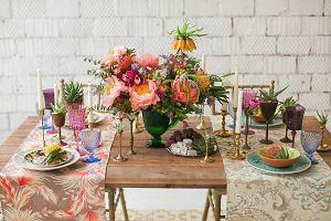 Dekoracja stołu w jadalni - kolorowe dodatki ożywią wnętrze