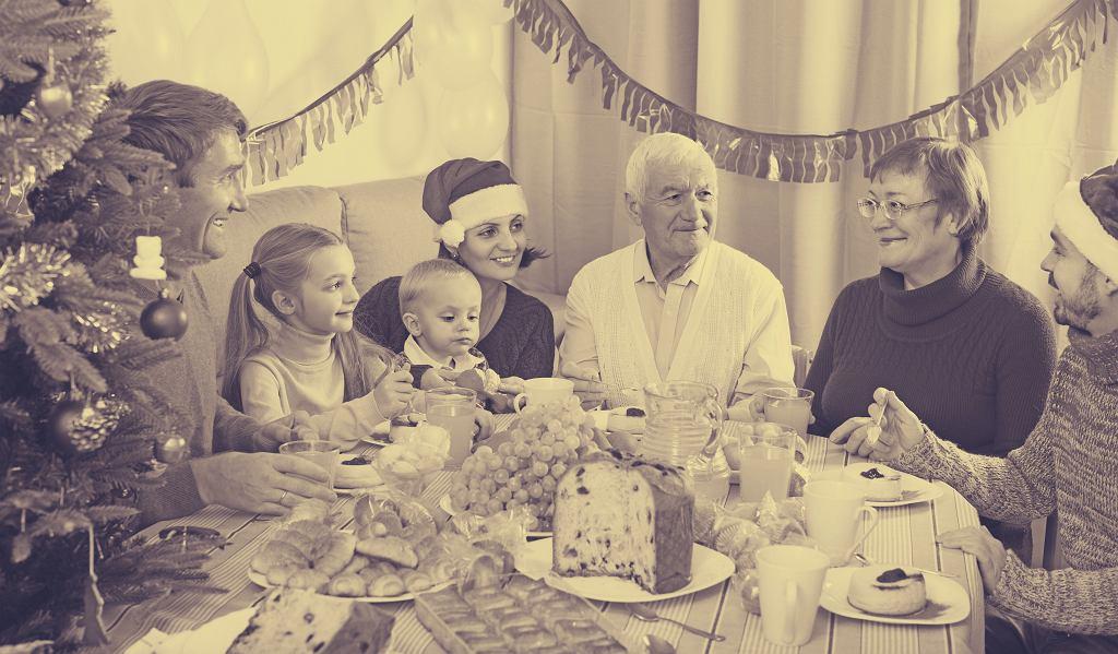 Trudne rozmowy przy świątecznym stole. Jak się do nich przygotować?