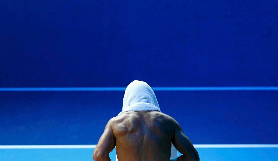 Hiszpan Rafael Nadal pokonał swojego rodaka Davida Ferrera 6-3 6-2 w swoim pierwszym meczu w kończącym sezon tenisowy turnieju ATP World Tour Finals w Londynie (z pulą nagród 6 mln funtów).