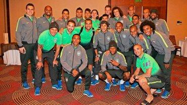 Pamiątkowe zdjęcie Neymara z drużyną przed powrotem do kraju