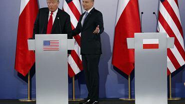 Donald Trump i Andrzej Duda podczas spotkania na Zamku Królewskim w Warszawie 6 lipca 2017.