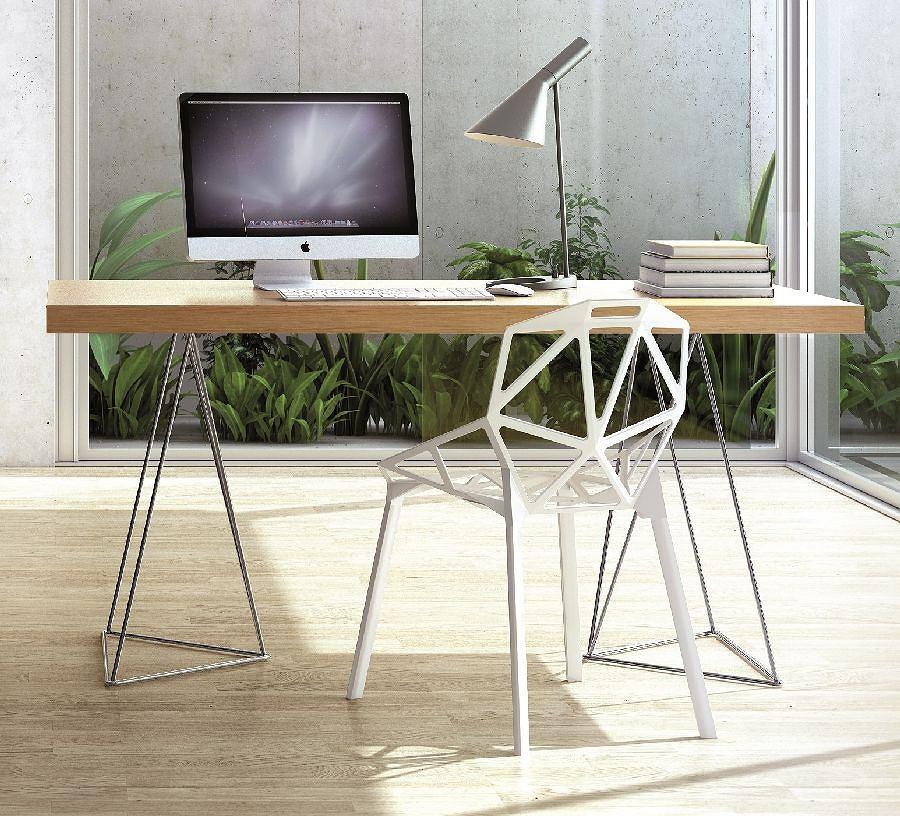 Stół Multi doskonale sprawdza się w roli wygodnego biurka, dostępny w różnych wykończeniach i kolorach: biały, dąb, czekoladowy, orzech i wenge. Wymiary blatów: dł. 160 lub 180 cm, szer. 90 cm, TemaHome, FORMAZONE, od 1630 zł
