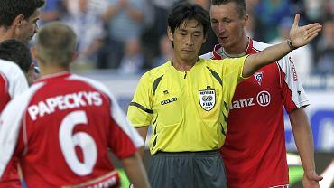 Rok 2008. Mecz Lech Poznań - Górnik Zabrze (3:0). Sędzia Yuichi Nishimura