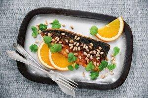 Makrela w glazurze pomarańczowej z harissą